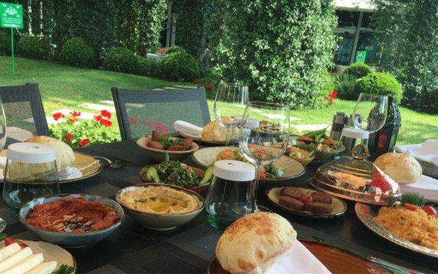Hilton Moda'dan Lübnan Geceleri ile Yemek Menüsü