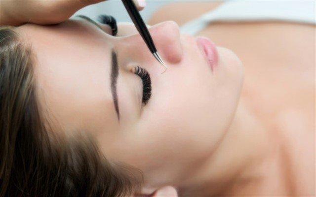Perfect Kuaför'den Bakışlarınıza Derinlik, Gözlerinize Güzellik Katacak İpek Kirpik ve Kaş Kontör Uygulaması