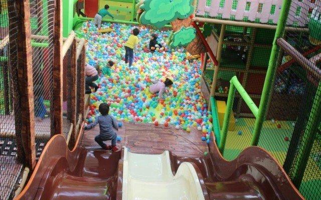 Ege Bölgesi'nin İlk ve Tek Kapalı Oyun Parkı Olan Monkey Jungle'dan Çocuklara Sınırsız Eğlence ve Donut Menü