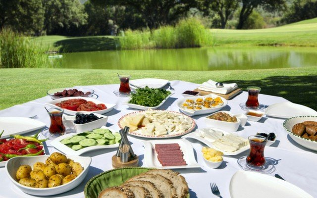 Ataşehir Luna Yemek Vesaire'den Günü Enerjik Kılacak Enfes Kahvaltı Tabağı