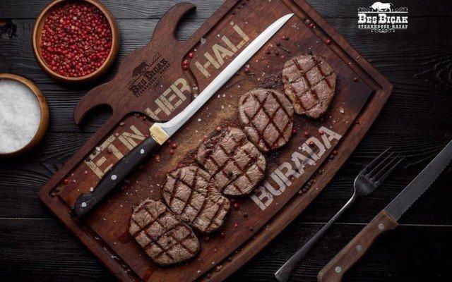 Beylikdüzü Steak House Beş Bıçak'ın Leziz Etleri Eşliğinde Sucuk, Cheeseburger, Şaşlık ve Köfte Menü Seçenekli Akşam Yemeği