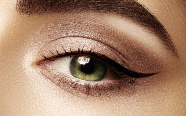 Kozyatağı Hana Güzellik ve Kuaför'den Kalıcı Eyeliner, Kalıcı Dipliner veya Kaş Pudralama Uygulaması