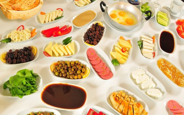 Beyoğlu Miss Dimi'den Limitsiz Çay Eşliğinde 25 Çeşitten Oluşan Serpme Kahvaltı Keyfi